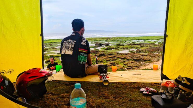 Foto Yogi Khayan Di Pantai Karapak Pangandaran
